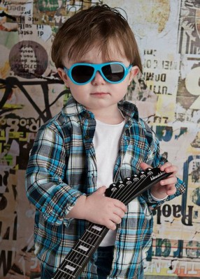 babiators-kids-aviator-sunglasses-beach-baby-blue